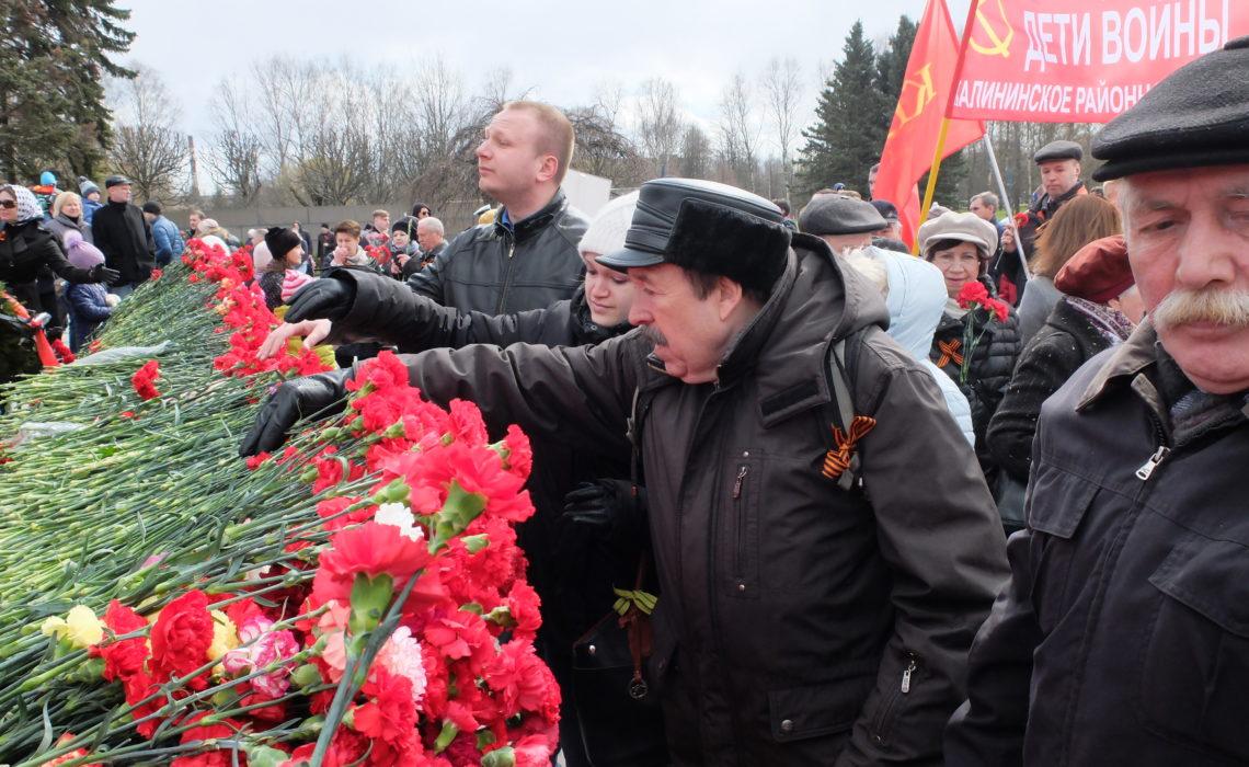Возложение цветов и шествие 9 мая