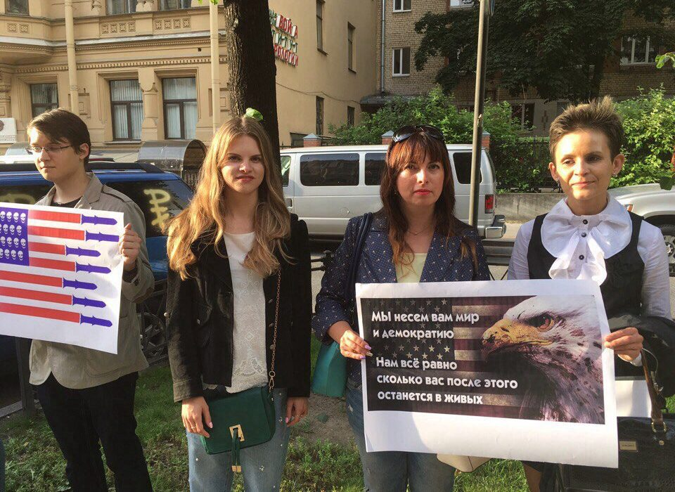 Коммунисты Адмиралтейского районного отделения КПРФ приняли участие в акции протеста против агрессивной внешней политики США
