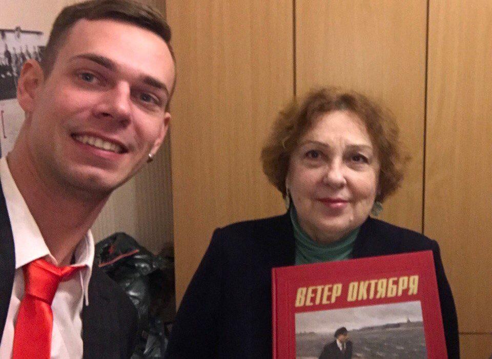 В городские музеи переданы юбилейные книги по Октябрьской революции