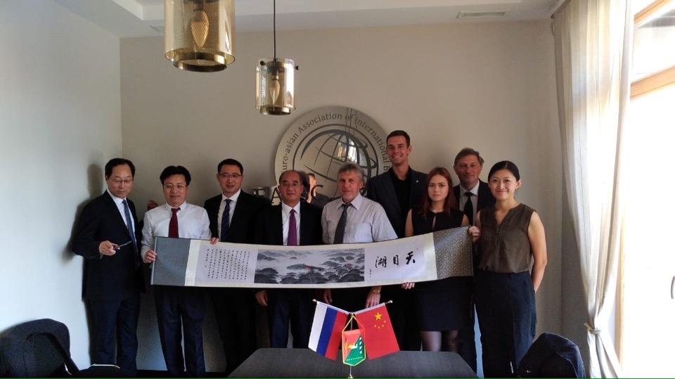 Коммунисты Адмиралтейского района встретились с представителями Коммунистической партии Китая